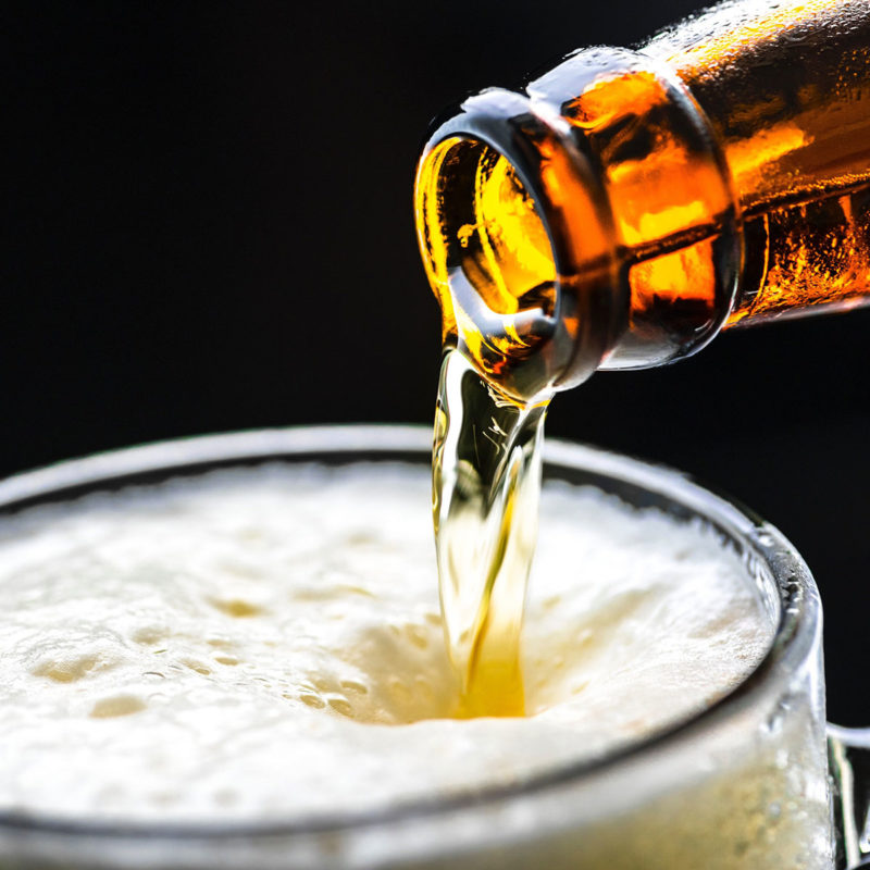 versare la birra